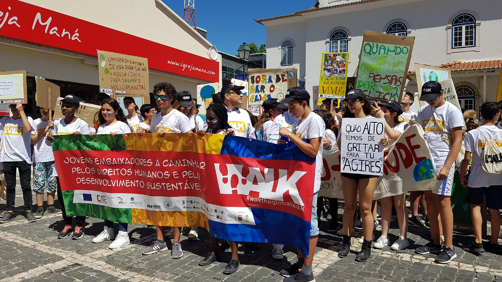 Global Walk for the Sustainable Development Goals - Students from Vila Franca de Xira work on environmental best practices
